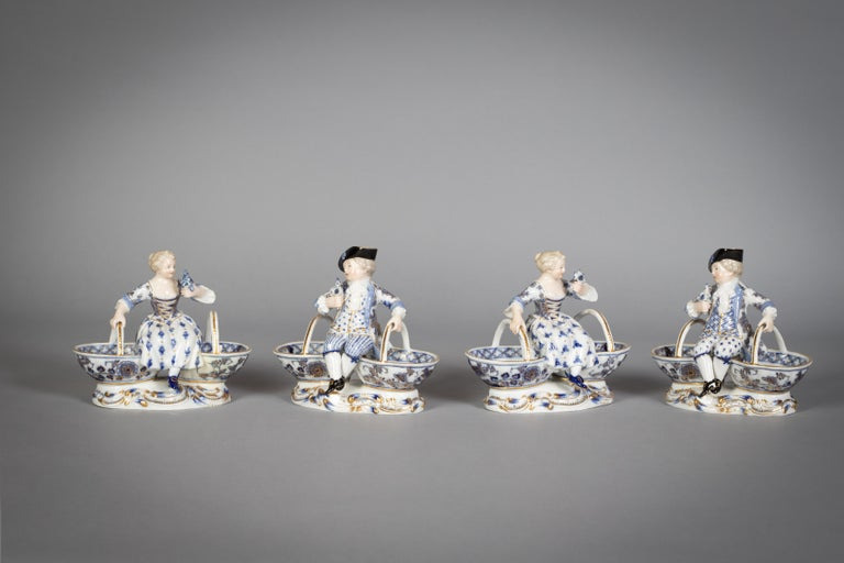 Extensive Assembled Meissen Blue and White Bird Model Dinner Service, circa 1890 For Sale 14