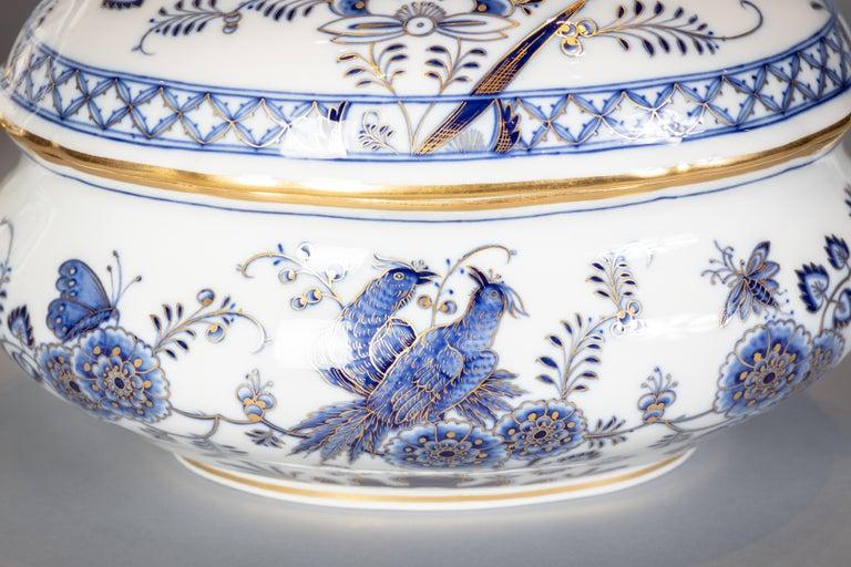 Porcelain Extensive Assembled Meissen Blue and White Bird Model Dinner Service, circa 1890 For Sale