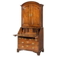 Extremely Well-Drawn Mid-18th Century Oak Bureau