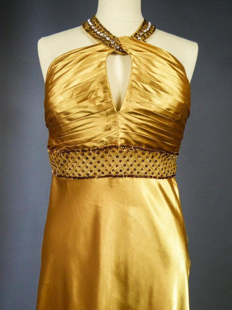 An French Evening Gown in Gold Embroidered Satin with Sequins Circa 1980 In Good Condition For Sale In Toulon, FR