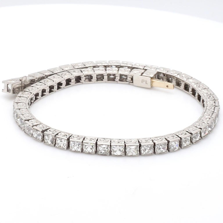 •7 caracts of French cut diamonds H-VSI1 Total weight: 18.9 grams  Total length: 7.25 inches – 18.4cm