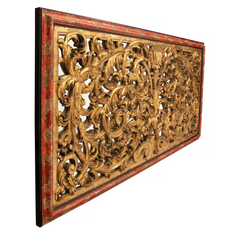 Italian 18th Century Giltwood, Polychrome and Mirrored Decorative Wall Decor In Excellent Condition For Sale In West Palm Beach, FL