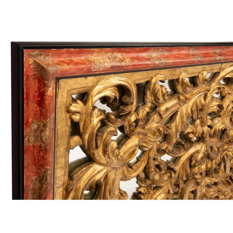 Italian 18th Century Giltwood, Polychrome and Mirrored Decorative Wall Decor For Sale 4