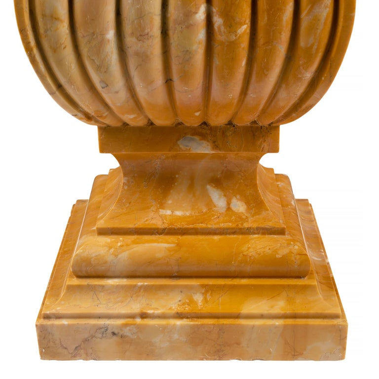 Italian 19th Century Neoclassical Style Marble Birdbath or Planter For Sale 4