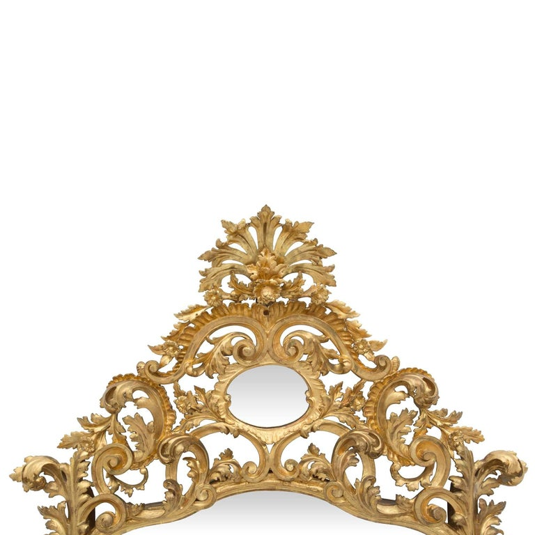Italian Early 19th Century Baroque Giltwood Mirror In Excellent Condition For Sale In West Palm Beach, FL