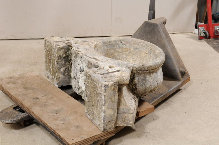 Italian Marble Fountain Basin from the 19th Century For Sale 6