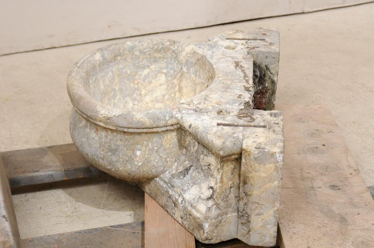 Italian Marble Fountain Basin from the 19th Century In Good Condition For Sale In Atlanta, GA