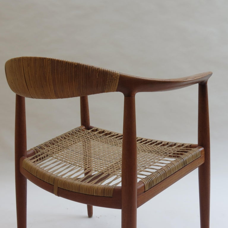 Original Early Version of the Chair by Hans J Wegner Johannes Hansen JH 501 In Good Condition For Sale In Stow on the Wold, GB