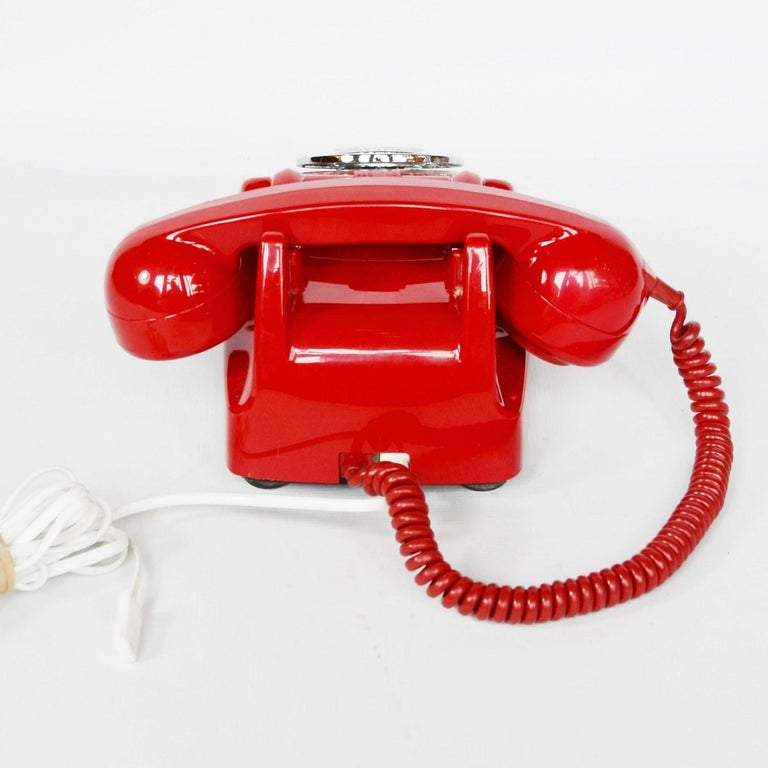 Original Red Lacquered GPO Model 706L Telephone Full Working Order In Good Condition For Sale In Forest Row, East Sussex
