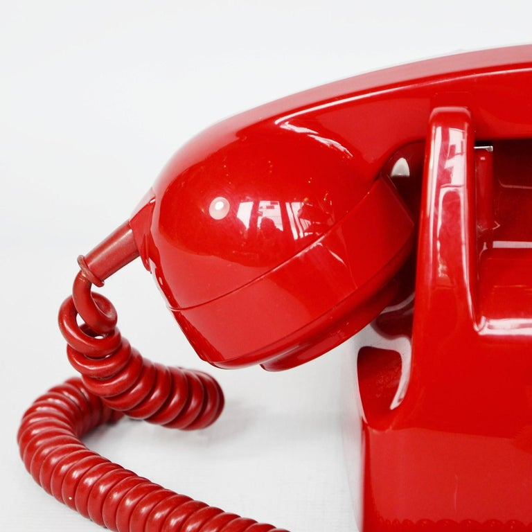 Mid-20th Century Original Red Lacquered GPO Model 706L Telephone Full Working Order For Sale