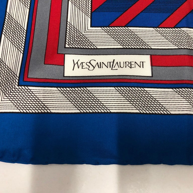 A particular scarf made by Yves saint Laurent in perfect conditions