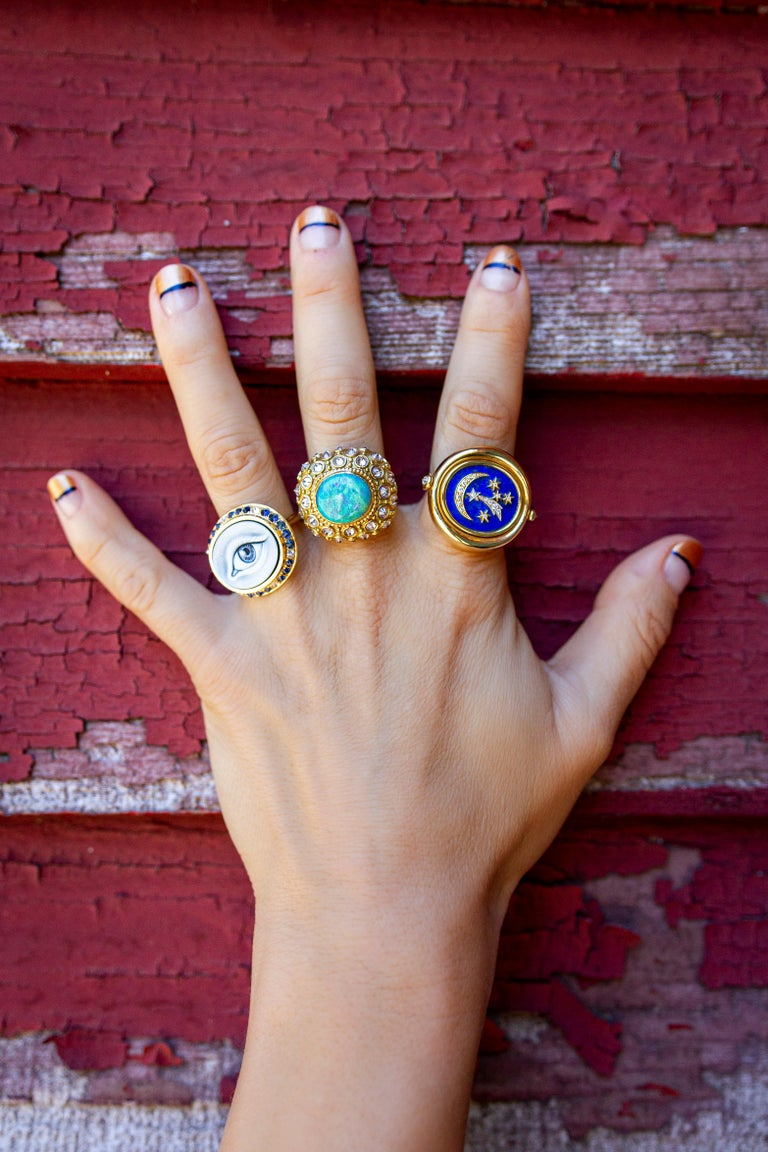 Round Cut AnaKatarina Hand Carved Agate, Sapphire, Diamond and Yellow Gold Eye Cameo Ring For Sale