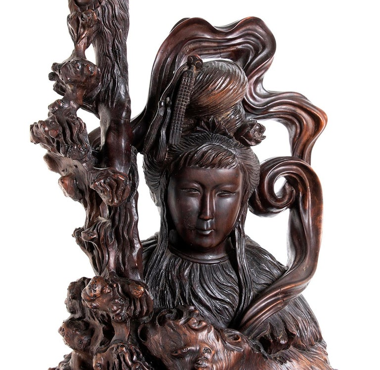 Big Guanyin, Qing dynasty, China is an original artwork realized in China in the second half of the 19th century.  Wood root.  Provenance: Italian Family Private Collection, gift by a Hong Kong Art Collector during the 1970s.  Good conditions.