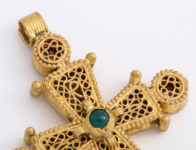 Ancient Byzantine Gold Cross with Emerald For Sale 1
