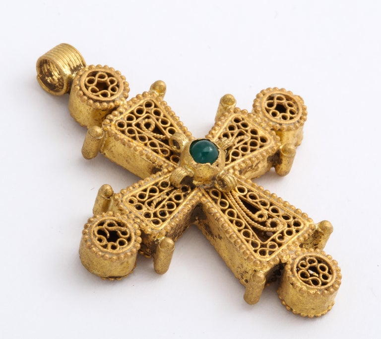 Ancient Byzantine Gold Cross with Emerald For Sale 2