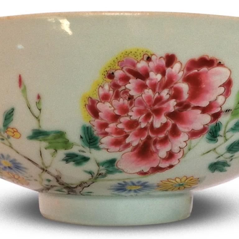 Ancient Chinese Imperial Porcelain Bowl, Qing Dynasty, 18th Century In Good Condition For Sale In Roma, IT