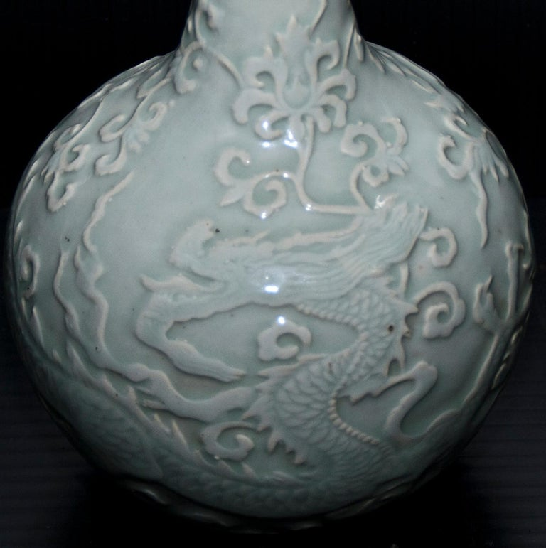 Ancient Chinese Vase Ming Period with Flowers and Dragons In Good Condition For Sale In London, GB