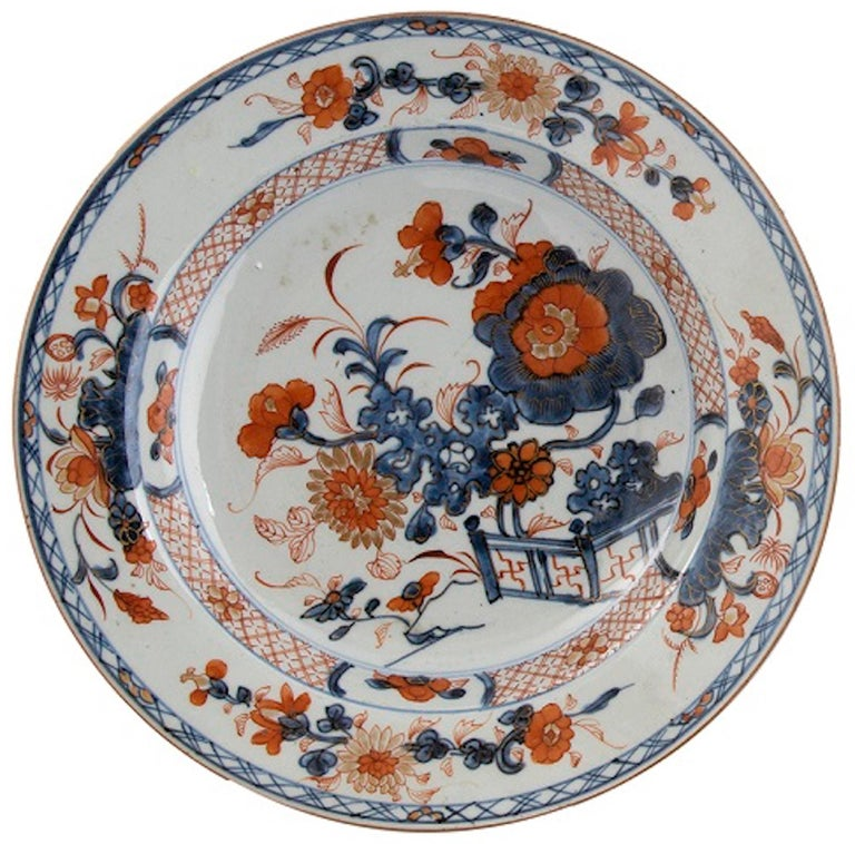Imari porcelain dishes, Qing dynasty, China is an original work realized in China during the Qing Dynasty.  Painted porcelain. Kangxi period.  Provenance: Italian family private collection.  Good conditions.   Very beautiful and refined pair