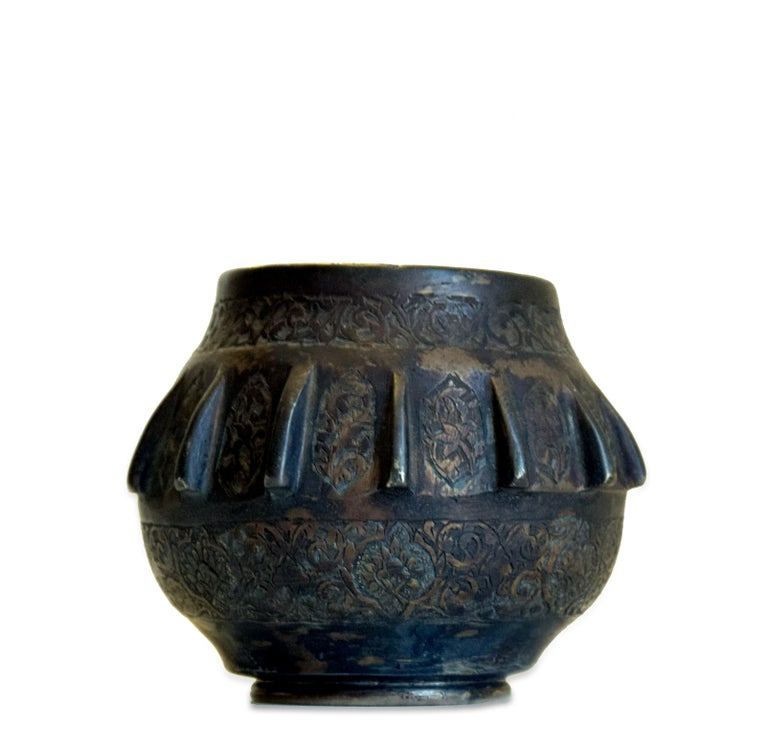 Ancient Indian Bronze Bowl, 19th Century In Good Condition For Sale In Roma, IT