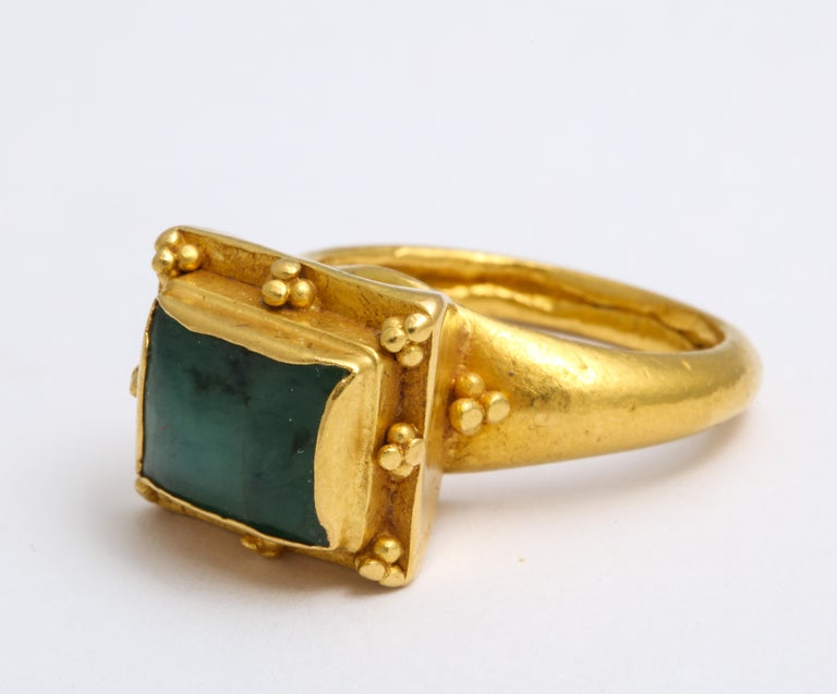 Ancient Medieval Gold Emerald Ring In Excellent Condition For Sale In Stamford, CT
