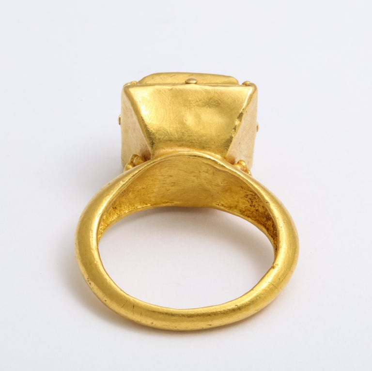 Ancient Medieval Gold Emerald Ring For Sale 2