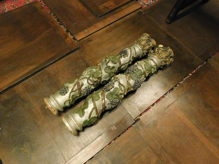 Italian Ancient Pair of Gray Lacquered Wood Columns with Screw, All Round For Sale