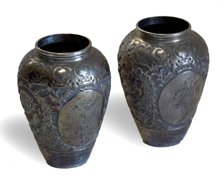 Persian silver salve vases is an original decorative object realized in Persia in the 19th century.