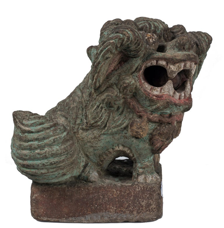 Pho dog is an original decorative object realized in the 19th century by oriental manufacture.