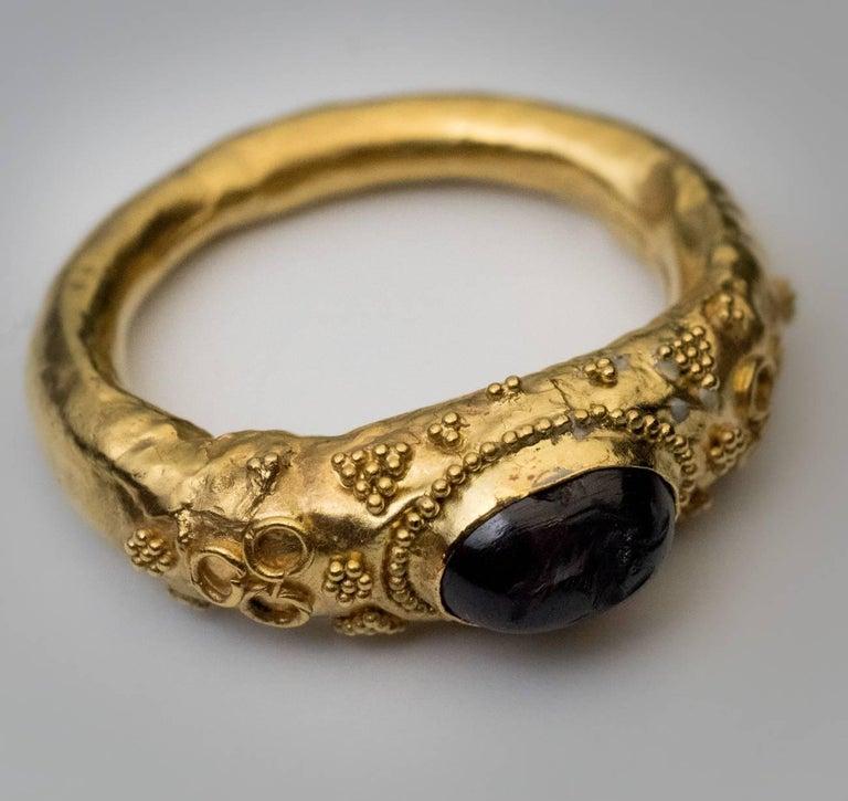 Ancient Roman Garnet Intaglio Gold Ring For Sale 2