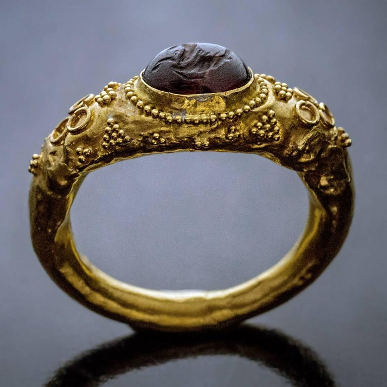 Ancient Roman Garnet Intaglio Gold Ring For Sale 5