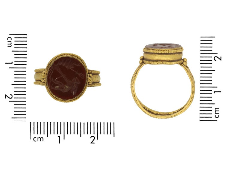 Ancient Roman Gold Ring with Intaglio of Neptune, circa 2nd-3rd Century AD For Sale 1