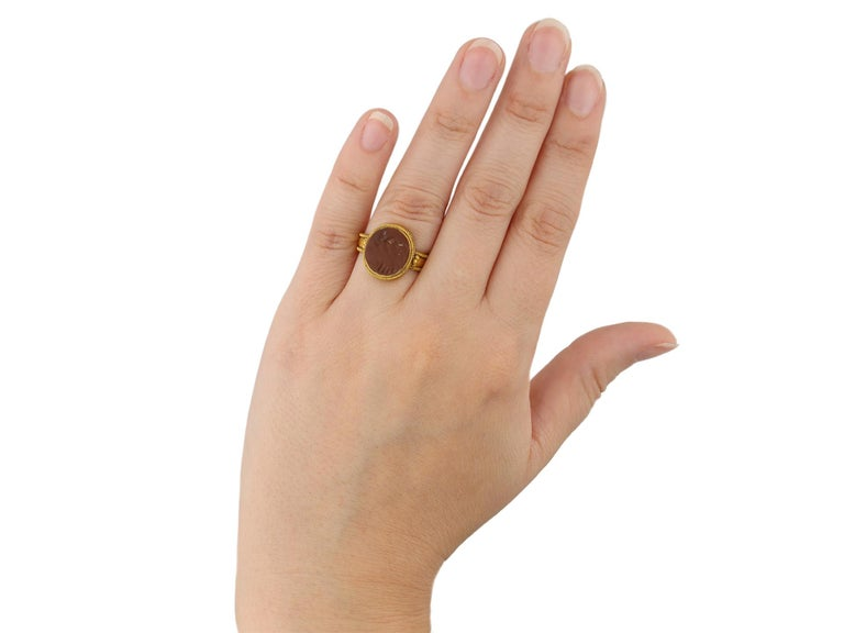 Ancient Roman Gold Ring with Intaglio of Neptune, circa 2nd-3rd Century AD For Sale 2