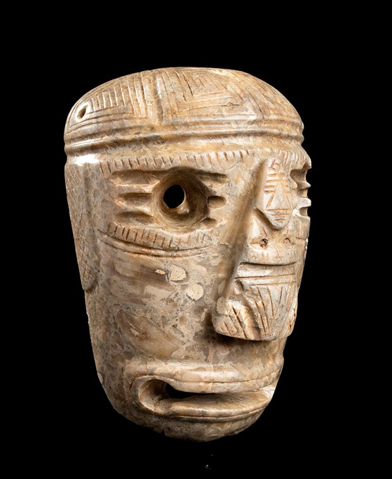 Stone mask is an original Olmec's piece.