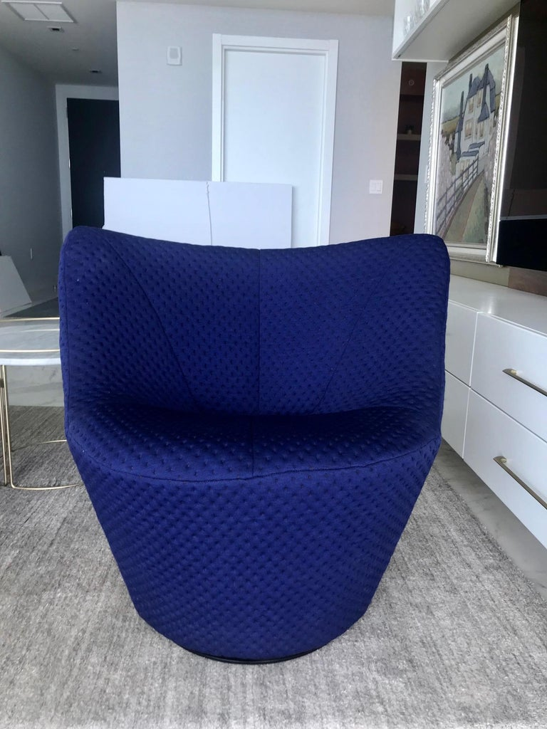 Anda Swivel Armchair and Ottoman by Pierre Paulin for Ligne Roset, circa 2018 In Good Condition For Sale In Miami, FL