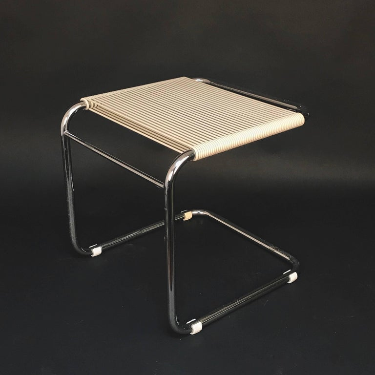 Andre Dupre Bauhaus Chromed Tubular Steel and White Plastic Stool, Knoll 1960s In Good Condition For Sale In Roma, IT