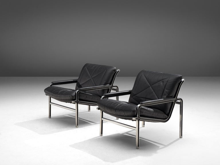 Metal Andre Vandenbeuck Pair of 'Aluline' Lounge Chairs in Black Leather For Sale