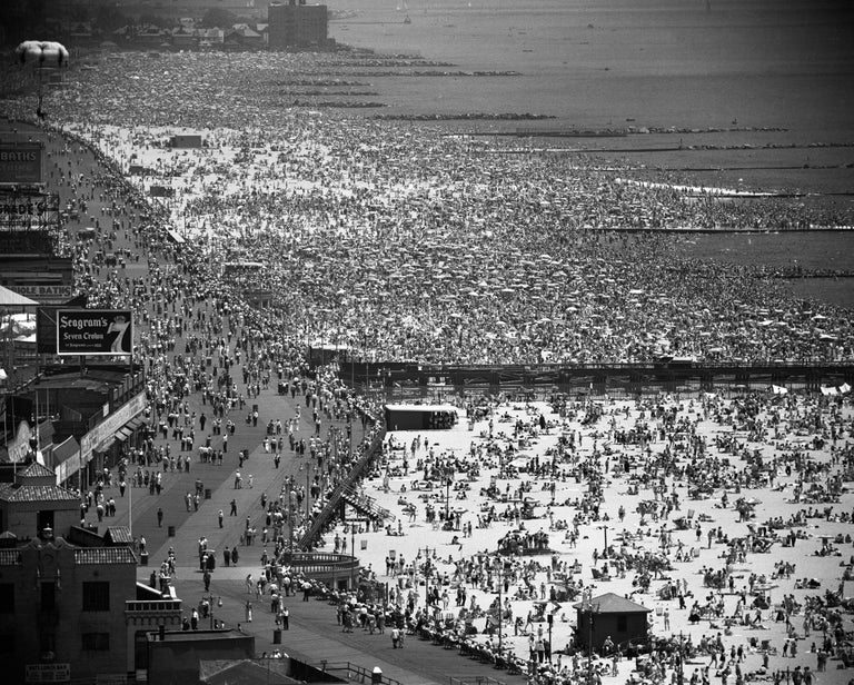 Coney Island, July 4, 1949 - Andreas Feininger (Photography) Signed Silver gelatin print 16 x 20 inches Edition of 50