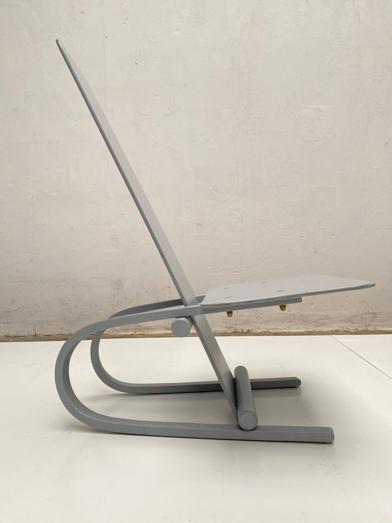 Ornamental cantilevered lounge chair by Danish designer Andreas Hansen for Hyllinge Mobler 1987  Light grey lacquered plywood with original manufacturers label.
