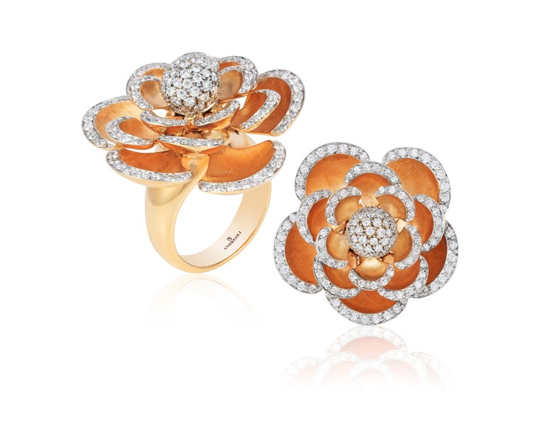 Andreoli Diamond 18 Karat Rose Gold Flower Cocktail Ring with Movable Petals. This ring features 1.60 carats of F-G-H Color VS-SI Clarity round brilliant diamonds set in 29.10gm 18 Karat Rose Gold. Handcrafted and designed by Andreoli in Valenza