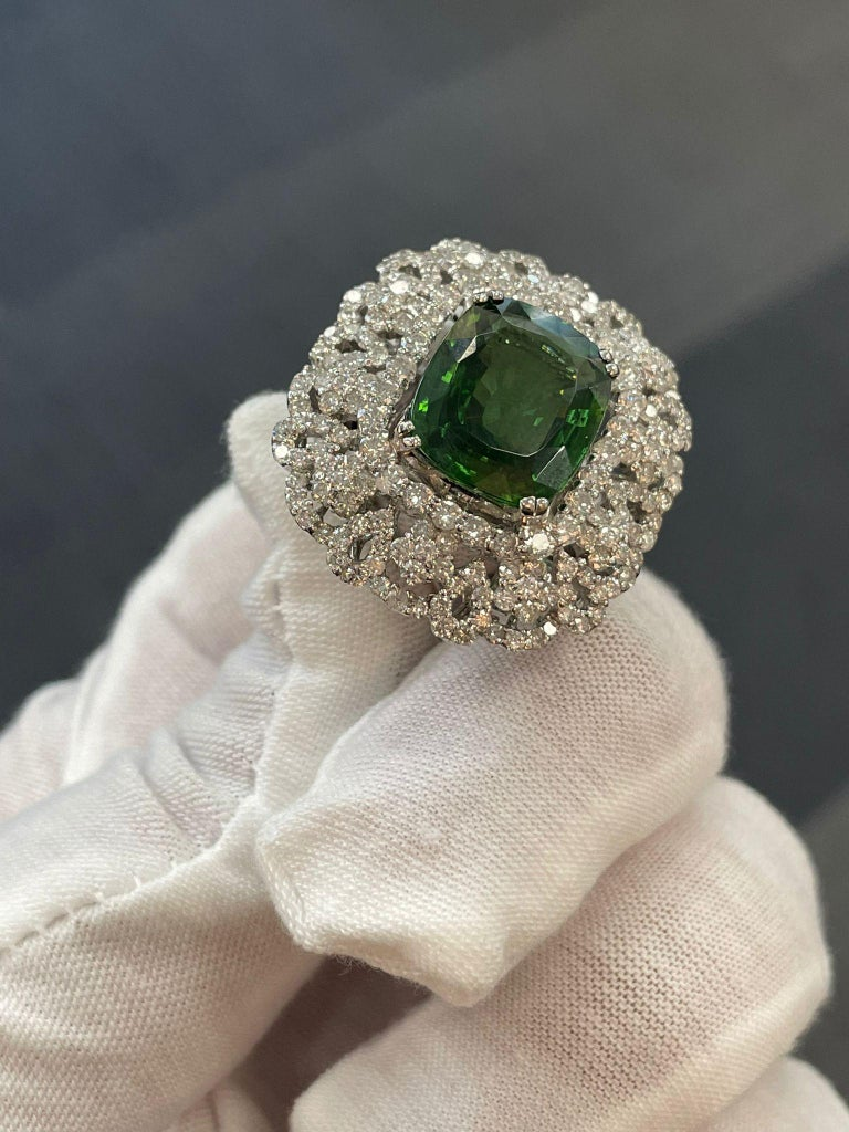 Contemporary Andreoli Peridot and Diamond Cocktail Ring For Sale