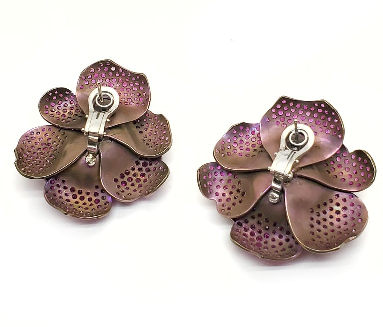 Contemporary Andreoli Pink Sapphire Titanium Flower Clip-On Earrings For Sale