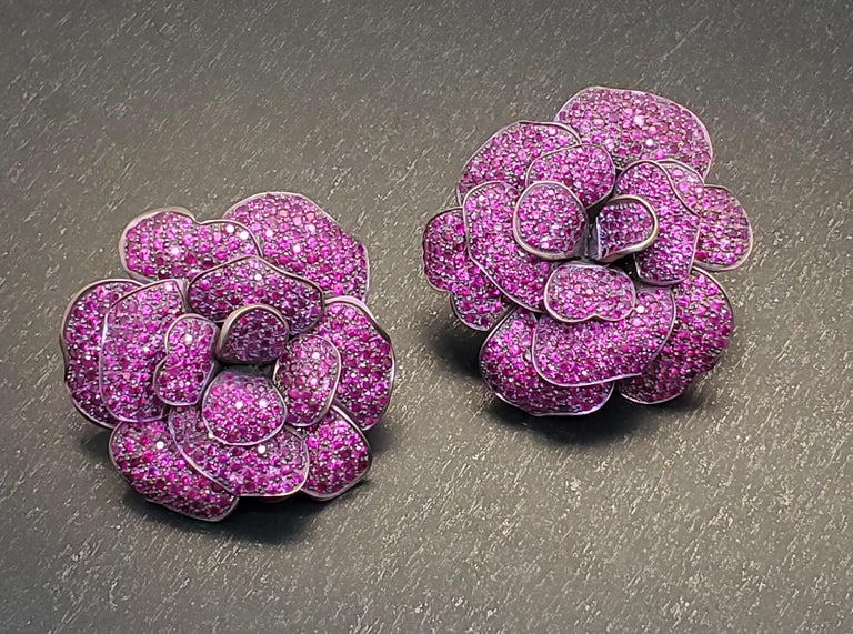 Round Cut Andreoli Pink Sapphire Titanium Flower Clip-On Earrings For Sale