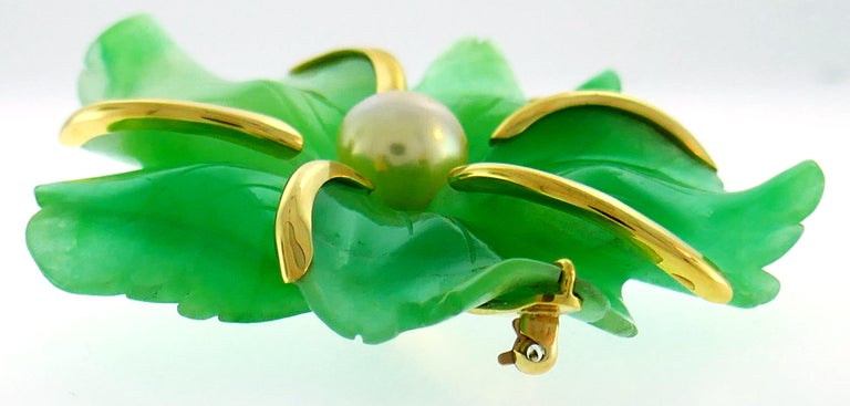 Bold and elegant pin created by Andrew Clunn in the 1980s. Colorful, chic and wearable, the clip is a great addition to your jewelry collection.  Made of 18 karat (stamped) yellow gold and carved chrysoprase accented with a South Sea golden