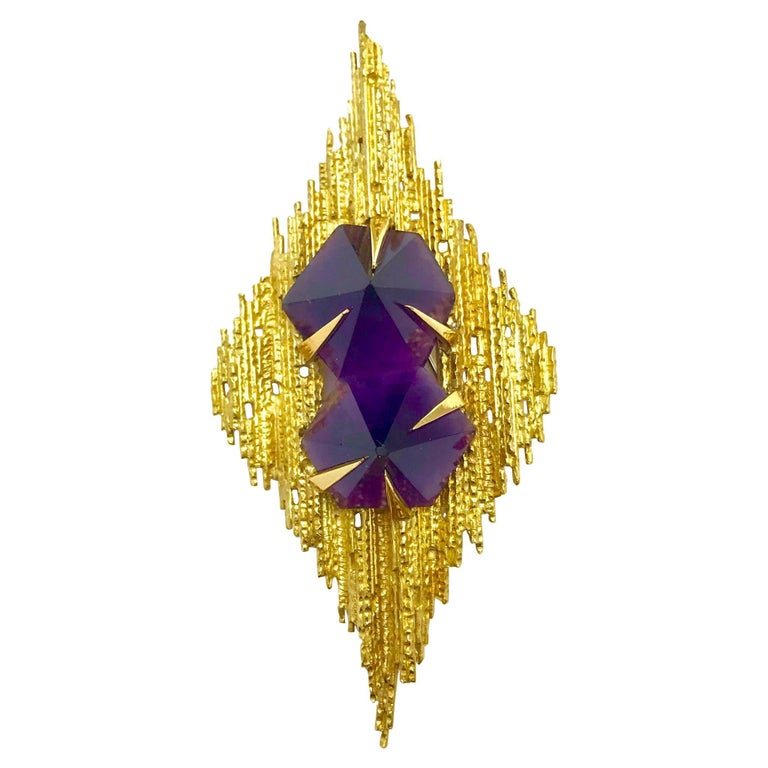 Andrew Grima Amethyst and Yellow Gold Pendant Brooch For Sale