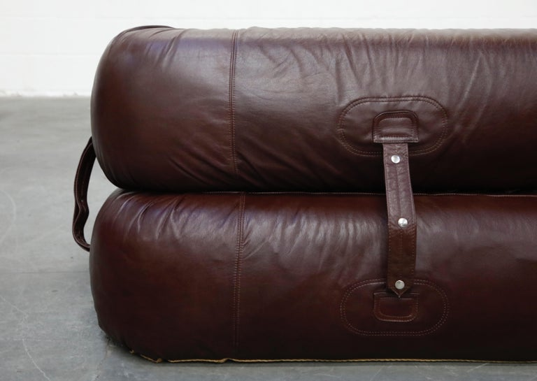 'Anfibio' Convertible Sofa Bed by Alessandro Becchi for Giovanetti 1970s, Signed For Sale 9