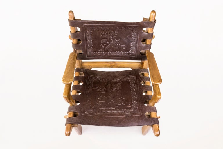 Angel Pazmino, Pair of Armchairs with Side Table, Wood and Leather, circa 1970 In Good Condition For Sale In Nice, Cote d' Azur