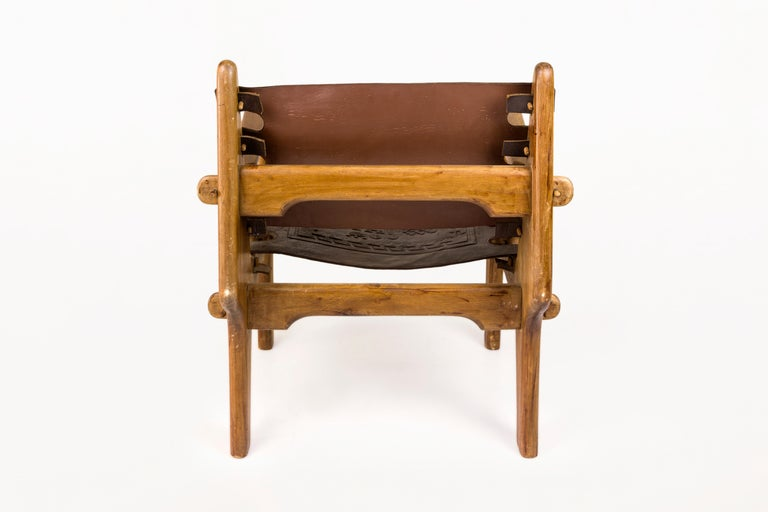 Angel Pazmino, Pair of Armchairs with Side Table, Wood and Leather, circa 1970 For Sale 1