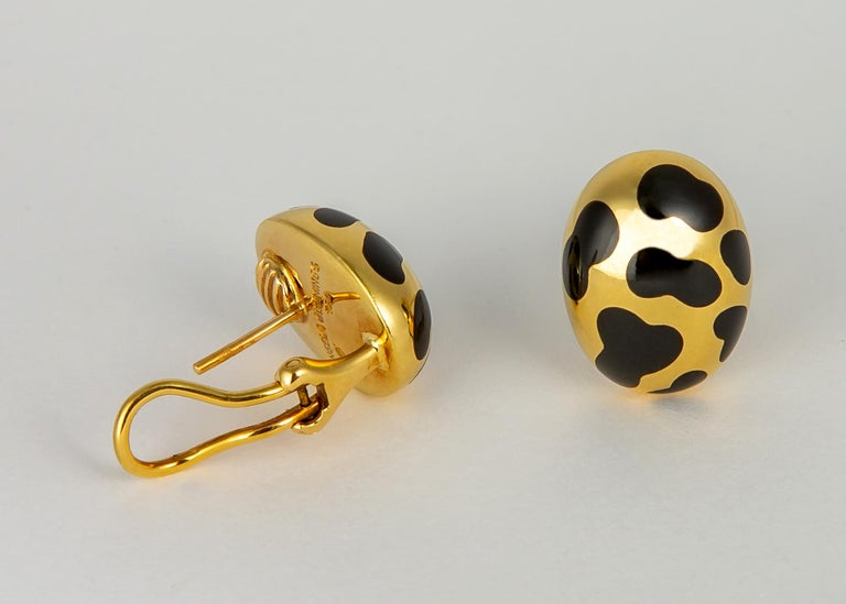 An Angela Cummings classic. Dramatic black jade is inlaid in rich 18k gold. Simple and Chic 3/4's of an inch.