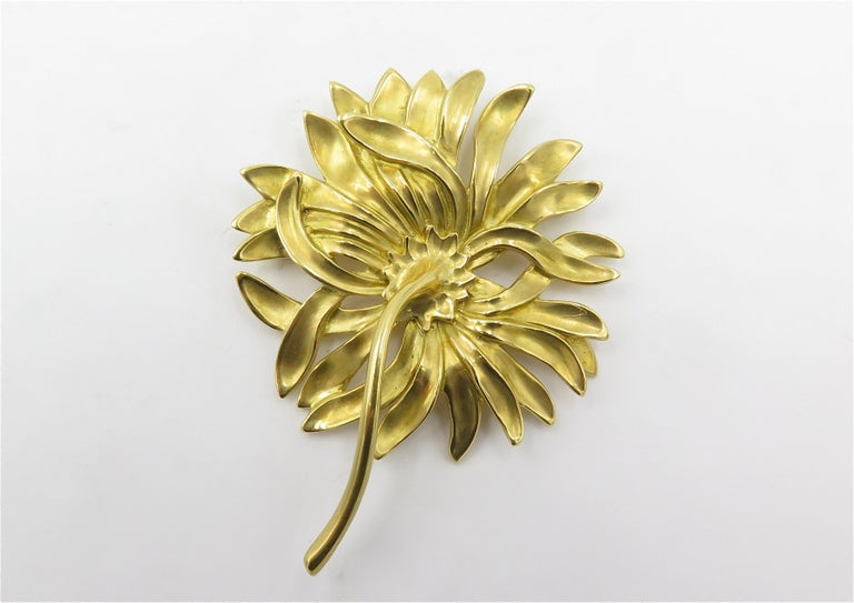 Angela Cummings Gold Chrysanthemum Brooch In Excellent Condition In New York, NY