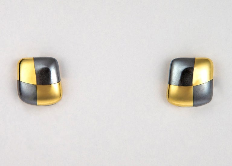 Angela Cummings began her career with Tiffany & Co. creating designs that are classics today. She later went out on her own and continued creating designs that are sought out and collectable today. This moderate size earring 5/8's of an inch is an